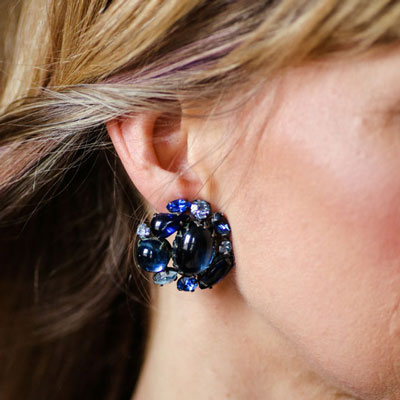 Carrie wearing these Schreiner earrings