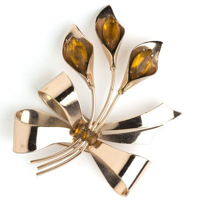 Coro calla lily brooch in another position