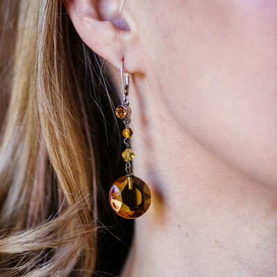Carrie wearing these citrine dangling earrings