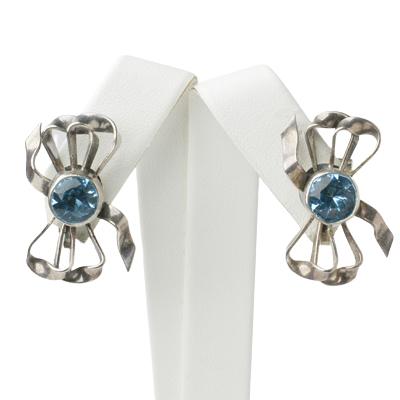 Bow earrings w/aquamarine