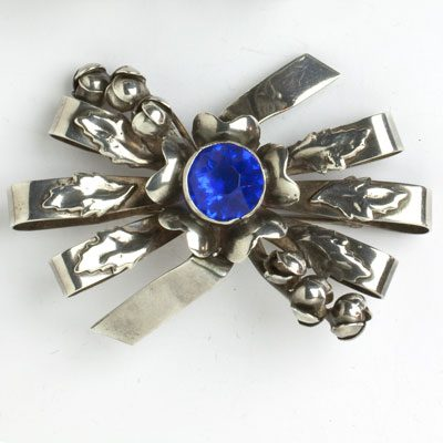 Bow brooch w/flowers, buds, leaves