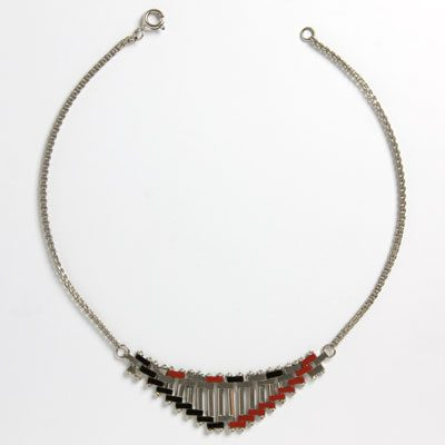 Front of brickwork pattern necklace