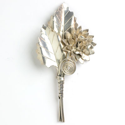 Large vintage flower pin in sterling silver
