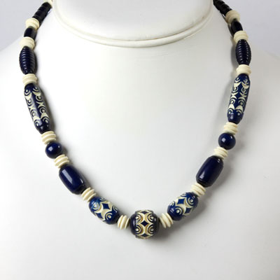 Vintage plastic bead necklace in blue & cream