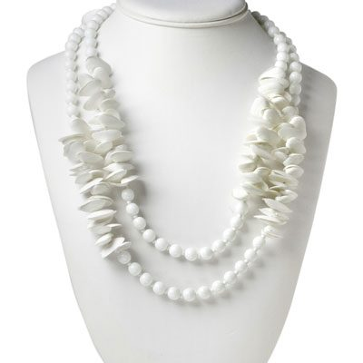 Vintage seashell necklace w/milk-glass beads