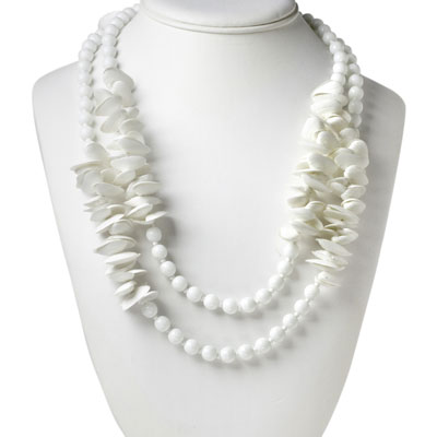Vintage seashell necklace w/milk-glass beads
