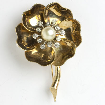Vintage gold flower brooch with pearl & diamante
