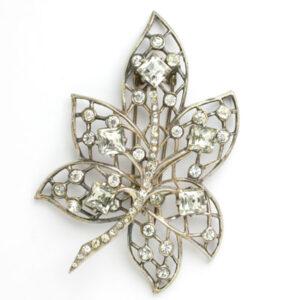 Eisenberg dress clip in leaf shape with diamante