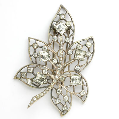 Eisenberg dress clip in leaf shape with diamante
