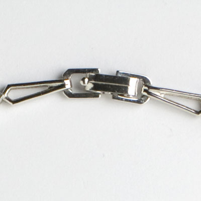 Fold-over clasp on 1950s necklace