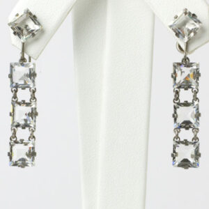Dangling crystal earrings with chicklets