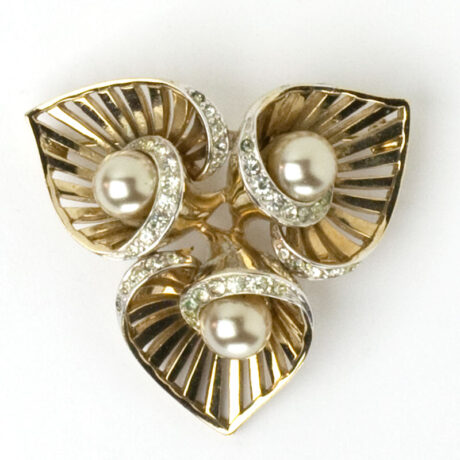 Brooch w/three blossoms & pearls