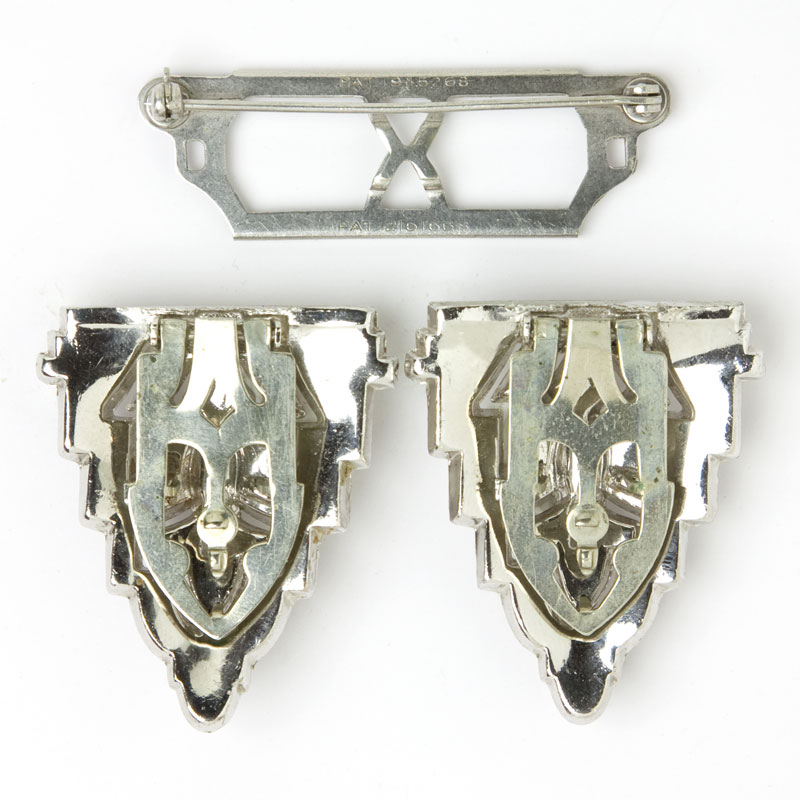 Separate dress clips and their brooch mechanism