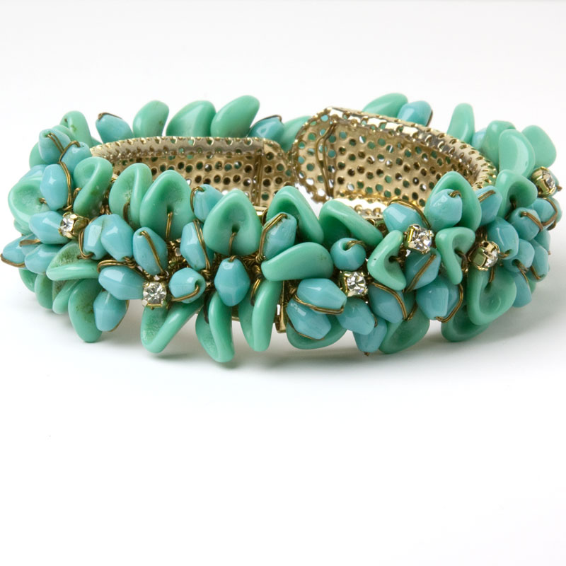 Turquoise glass bead bracelet w/diamante