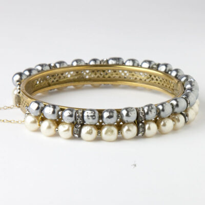 Back view of gray & cream pearl bangle