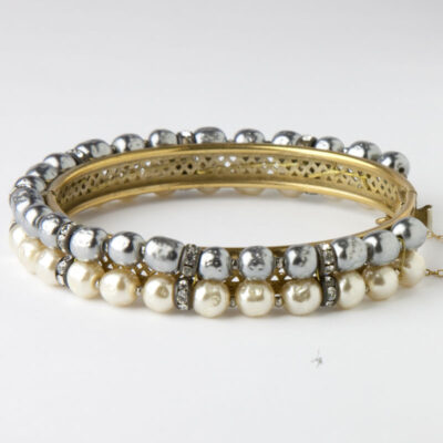 Front view of gray & cream pearl bangle