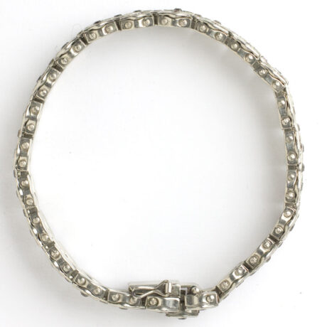 Bracelet top, showing construction
