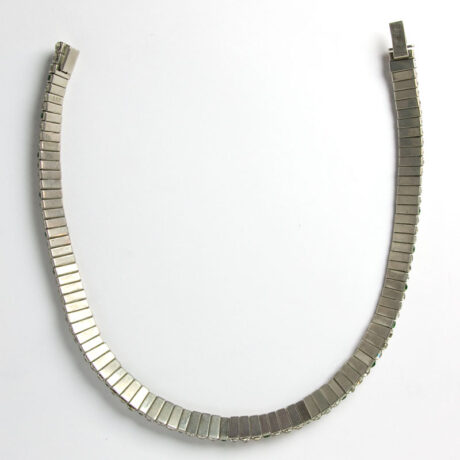 Back of flexible choker necklace