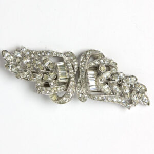 Diamante brooch in horizontal position