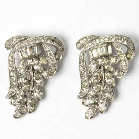 Separate dress clips