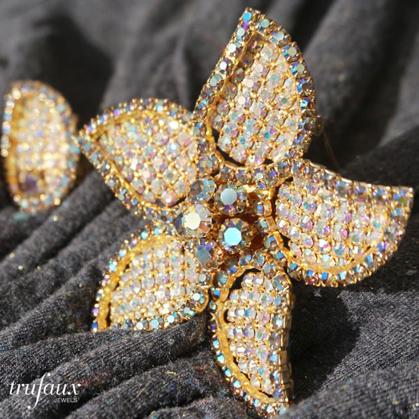 Brighten your mood with this dazzling brooch.